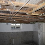Steg 3: Tak Genomgång av gamla rör och elkablar i tak.