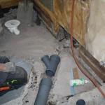 Steg 6: Nya plastavlopp Utprovning av rördragning, här ser man även hur en gren fortsätter in till avlopp i köket.